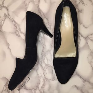 Nine West black suede loafer heels with piping